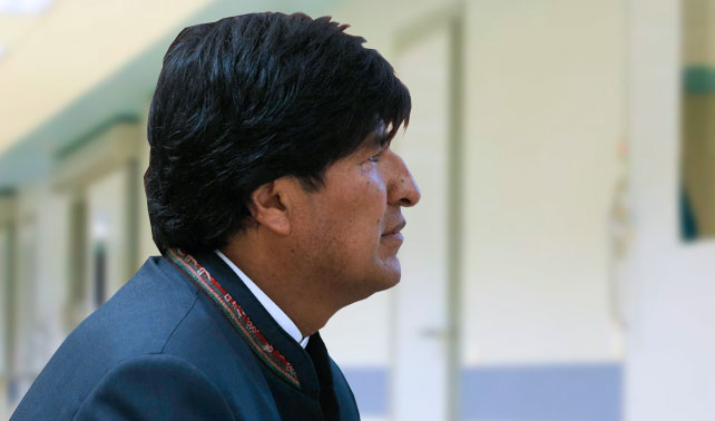 Evo Morales celebra 5to encuentro con puerta de habitación de hospital