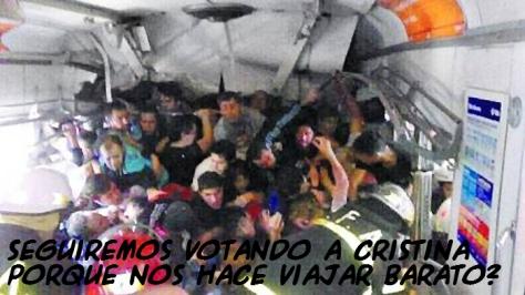 """Tragedia Once:  Ni Nestor Kirchner ni Cristina Fernandez de Kirchner quisieron hacer nada por evitar el múltiple homicidio del tren Sarmiento en Once.  Repito mi amálisis. Usuarios del Belgrano de las 8:32 votaron a CFK en una proporción muy superior al 54% y con información de primera mano.  Hoy se juntaron en el andén a putear a DeVido y a CFK. ¿Quién los votó?  De qué vale la furia si no se asumen las responsabilidades por los actos?  En 2011 votaron por CFK después de 8 años y medio de kirchnerismo. Asuman su responsabilidad.  Nestor salió de un repollo, pero a CFK el pueblo la votó DOS VECES. No miren para otro lado. Todos son responsables. Sus manos tienen sangre  Me hace viajar barato, por eso la voto. No me importa si me muero, o mi esposa, o mi hijo, o mi padre...  Votar al kirchnerismo también es hacerse cómplice de la corrupción.  No quiero pincharles el globo. Pero hasta en la plaza de mayo esta tarde habrá responsables por haberlos votado.  Argentina cambiará si dejan de votar a estos políticos delincuentes. Pero les encanta votarlos.  Mucho dedo acusador, pero ponganse frente a un espejo y reconozcan, """"yo la puse en Balcarce 50"""". 54% Responsable.  Le echan la culpa al liberalismo. Eluden su responsabilidad. Como siempre. Son iguales a quienes terminan votando una y otra vez.  No sirve de nada protestar si no reconocen que tienen podrida la vida por haberle entregado sus neuronas al peronismo (en todas sus formas)  Y al cagarse la vida abrazando el peronismo corrupto mafioso nos cagan la vida a todos los otros argentinos.  Por cuestión de distancias no estaré en Plaza de Mayo esta tarde. Pero sepan que el repudio debe ser para el 54% que los votó.#NoOlvidar  ¿Cuándo hacemos una marcha por la muerte cerebral del 54% que votó a este gobierno? ¡¡¡TRES VECES!!!  Las acciones de cada uno tienen consecuencias. Especialmente las del 54% que votó esto que nos gobierna ¡¡¡TRES VECES!!!#Responsables  #22F no olvidar a los corruptos asesinos ni al 54% responsable """