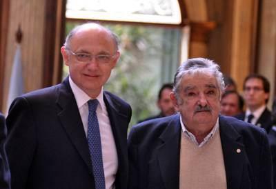 El presidente Mujica afirmó que Botnia no contamina y que las flatulencias de los dinosaurios calentaron el planeta