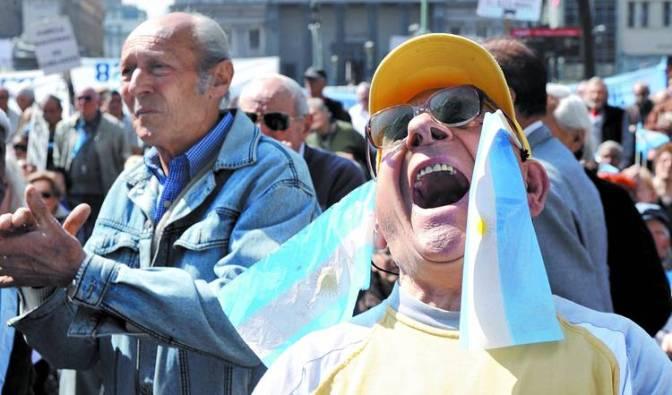 LEY DE MEDIOS: Millones de Jubilados festejan junto al Gobierno Nac.&Pop y esperan que ahora cumpla con el 82% de ellos.
